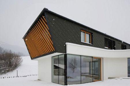Façade Vitrée Entrée - Maison En T Par SoNo Arhitekti - Slovénie