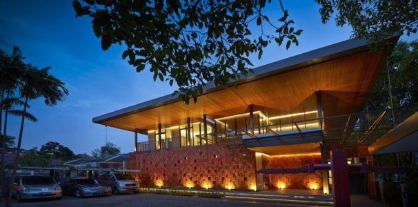 Garage Véhicules - Akanaka Par RAW Architecture - Jakarta Indonésie