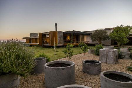 Grand Pot En Béton Pour Plantes - MCNY-House Par Mf Arquitetos - Franca, Bresil