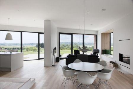 Grande pièce de vie - Maison G en brique contemporaine par KRADS - Danemark