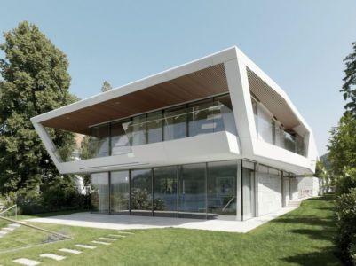 Grande Baie Vitrée Entrée - Lake-House-Portschach Par A01 Architects - Carinthie, Autriche