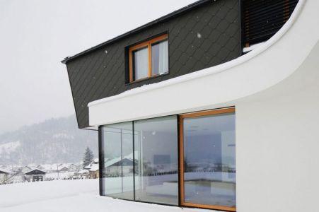 Grande Façade Vitrée Entrée - Maison En T Par SoNo Arhitekti - Slovénie