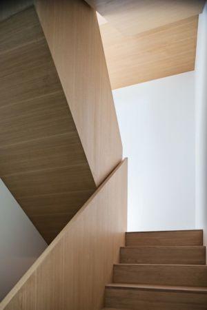 escalier vois - Heathdale Residence par TACT Design INC. - Toronto