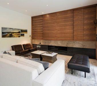 salon et cheminée design - Heathdale Residence par TACT Design INC. - Toronto