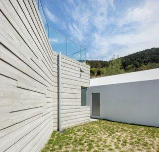 Jardin Arrière - House-Dongmang Par 2m2 Architects - Geoje, Coree Du Sud