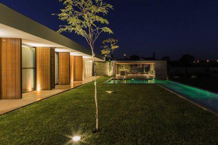 Jardin Illuminé - MCNY-House Par Mf Arquitetos - Franca, Bresil