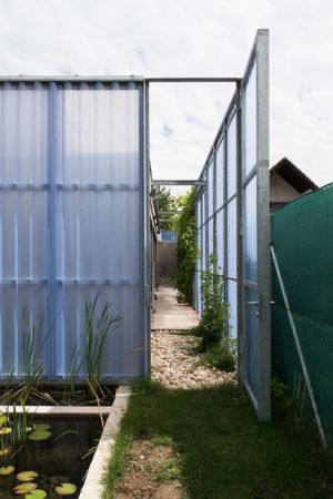 Jardin & Mini Cours D\'eau - House-in-House Par Plural - Bernolakovo, Slovaquie