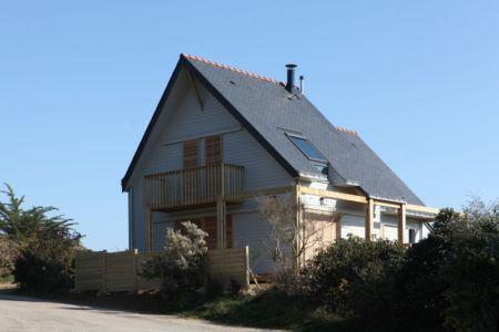 façade ouest - Maison bois bioclimatique par Patrice Bideau architecte