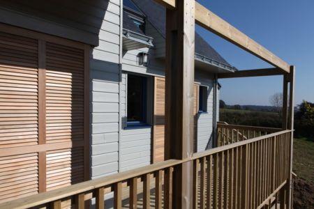 terrasse balcon - Maison bois bioclimatique par Patrice Bideau architecte