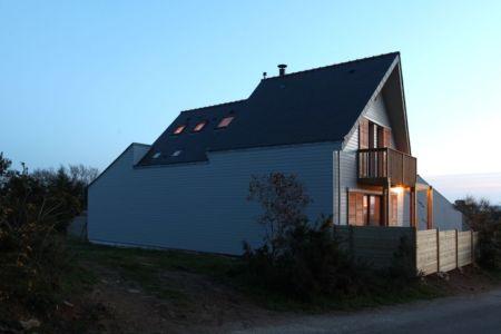 façade nord - Maison bois bioclimatique par Patrice Bideau architecte
