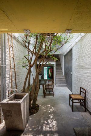 cour et évier pierre - Maison Saigon par a21studio - Vietnam