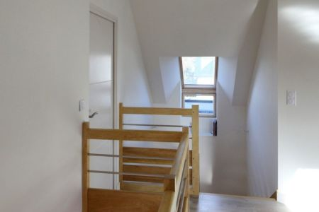Accès étage - Maison bois béton par Patrice Bideau - Atypique - France