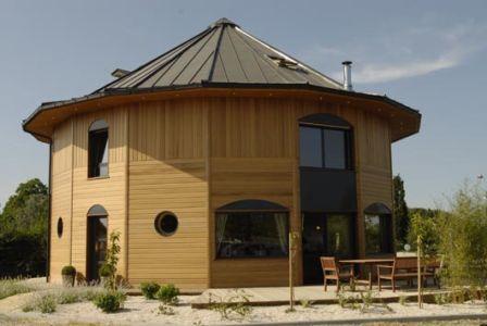 Maison bois ronde 16 pans par La maison de cedre - France
