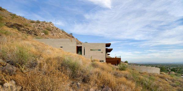 Maison contemporaine dans le désert par Chen + Suchart Studio – Paradise Valley – USA | + d'infos