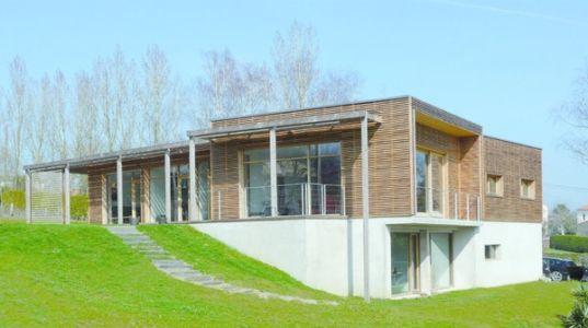Maison ossature bois bioclimatique par Gilles Cornevin - Loire Atlantique via Maison.com
