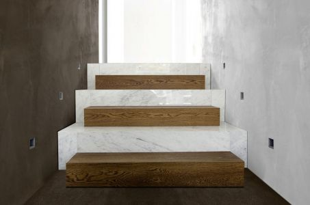 Mini Escalier En Bois Et Carreaux - Super-Villa Par Wolf Architects - Los Angeles, USA