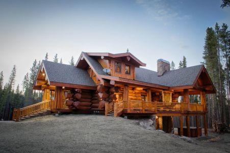 Mountain-Log-Homes & Interiors par Pioneer Log Homes | + d'infos