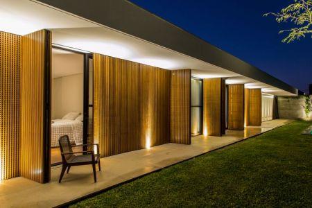Ouvertures En Nattes De Bois - MCNY-House Par Mf Arquitetos - Franca, Bresil