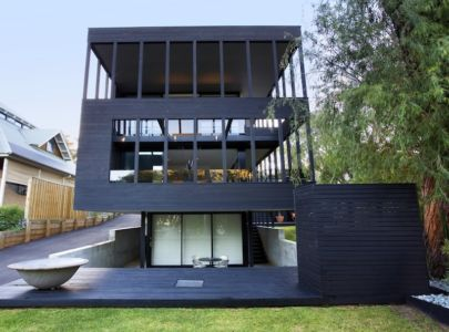 P010 – Black Beauty par Dane Design - Dunsborough, Australie - photo James Stati - + d'infos