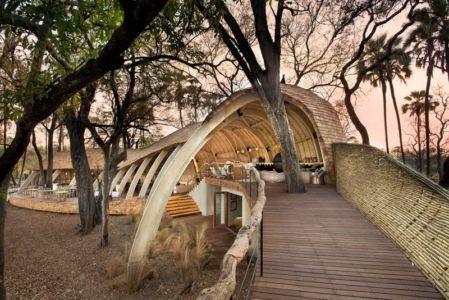 Passerelle accès - safari-lodge par Michaelis Boyd et Nick Plewman - Delta de l'Okavango, Bostwana