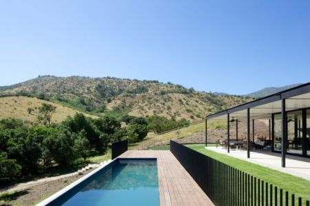 Piscine et terrasse bois - houses-10-and-10-10 par Gonzalo Mardones - Tierras Blancas, Chilie