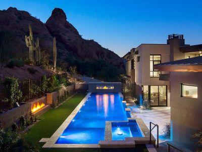 Piscine & Cheminée Jardin - Arizona-Contemporary Par Luster Custom Homes - Arizona, USA