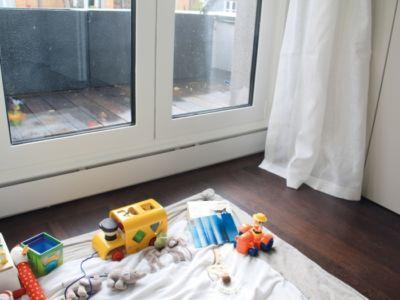 Plinthe chauffante encastrée sous portes vitrées