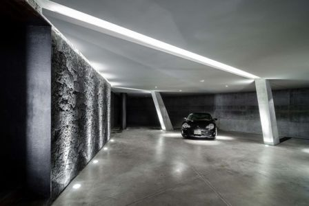 Porsche dans garage - JRB House par Reims Arquitectura - Santa Domingo, Mexique