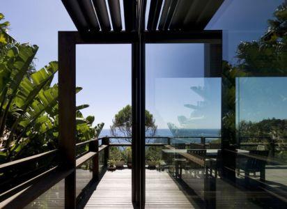 Porte Vitrée Accès Balcon - Surf-Road-House Par Nick Bell D-A - Whale Beach, Australie