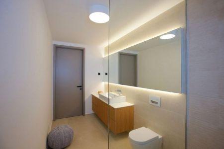 Porte Vitrée Salle De Bains - Maison En T Par SoNo Arhitekti - Slovénie