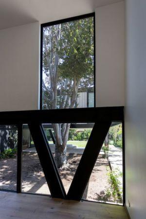 Poutre acier sur pilotis - House-LG10182 par Brugnoli Asociados Arquitectos - Santiago, Chili