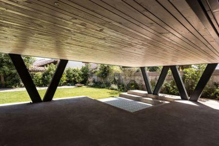 Poutres acier sur pilotis - House-LG10182 par Brugnoli Asociados Arquitectos - Santiago, Chili