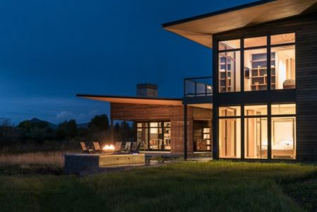façade de nuit - Maison Contemporaine Bois par Carney Logan Burke Architects - Wilson, Usa
