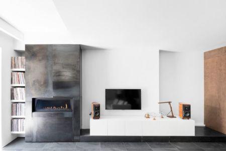 cheminée design salon - Résidence LeJeune par Architecture Open Form - Montréal, Canada