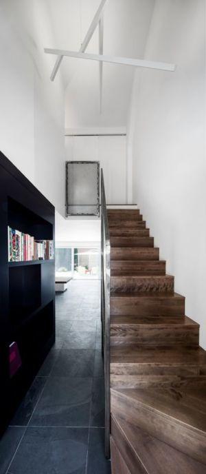 escalier bois - Résidence LeJeune par Architecture Open Form - Montréal, Canada