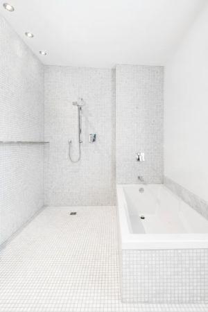 baignoire et douche - Résidence LeJeune par Architecture Open Form - Montréal, Canada