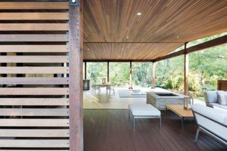 Entrée salon & salle séjour - Résidence du Tour par Architecture Open Form - Québec, Canada