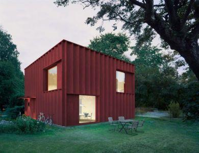 Red cubical cottage par Tham & Videgard - Suède | + d'infos