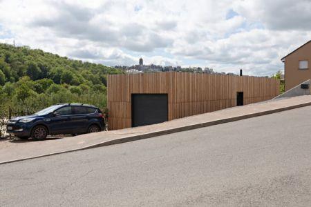 façade garage - maison bois par Hugues Tournier - Cardaillac, France