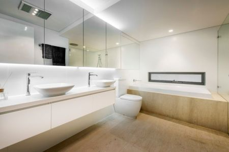 Salle de Bains Vitrée - City Beach House - par Banham Architects - Perth, Australie.jpg