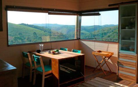 Salle de séjour & grande baie vitrée - Small-House-Bliss par Cabana-Arquitetos - Brésil