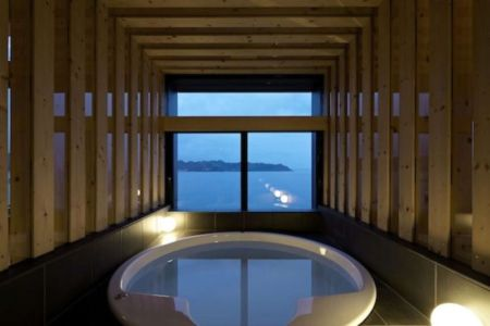 Salle De Bains & Vue Océan - Villa-SSK Par Takeshi Hirobe - Chiba, Japon