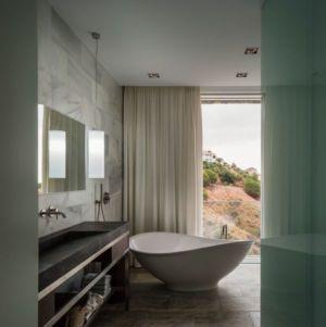 Salle De Bains & Vue Paysage - El Meandro Par Marion Regitko - Malaga, Espagne