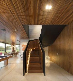 Salle Séjour & Escalier Bois - Fazenda-Boa-Vista Par Fernanda Marques Arquitetos - Porto Feliz, Bresil