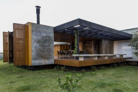 Salle Séjour Qui S\'ouvre à La Terrasse Balcon - MCNY-House Par Mf Arquitetos - Franca, Bresil