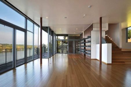 Salon Accès Escalier - maison en bois par andersson-wise, Mont Bonnel, USA.jpg