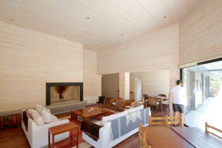Salon et cheminée - houses-10-and-10-10 par Gonzalo Mardones - Tierras Blancas, Chilie