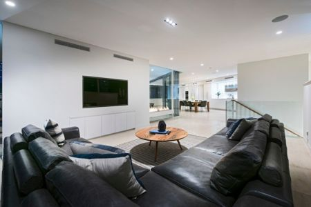Salon Repos - City Beach House - par Banham Architects - Perth, Australie.jpg