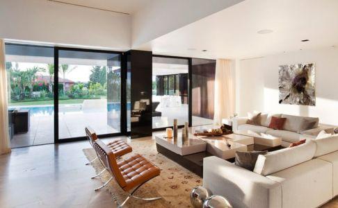 Salon & grande baie vitrée coulissante - SV-House par A-Cero - Seville, Espagne