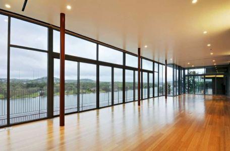 Salon - maison en bois par andersson-wise, Mont Bonnel, USA.jpg